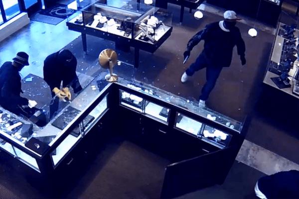 Prevenção de assalto em sua loja: descubra como se proteger